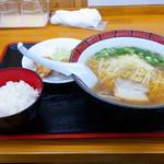いのよし - 2019年10月 友人の唐揚げ定食の醬油ラーメン