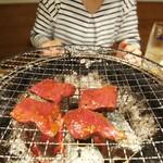 炭火焼肉ホルモン 煙 - ハート@焼き場