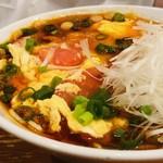 117567043 - すっぱ辛いスープが女性に人気!
