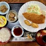 優雅 - キングサーモンとカキフライ定食
