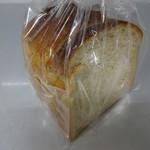 117567358 - 全粒粉の食パン