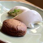 ウラダナ - レアチーズケーキと黒糖クッキー