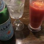 イカリヤ食堂 - ブラッドオレンジジュース600円、サンペレグリノ780円。オレンジジュースは、氷もオレンジジュースです(^○^)