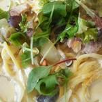 117571111 - モチモチ生パスタ。きのこはシメジ、エリンギ、マッシュルーム                       味噌クリームもコクがあって美味しい。