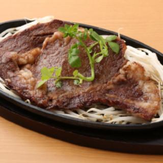 有名シェフプロデュースの肉料理がリーズナブルな価格で!