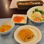 懐石cafe むくの木 - ホリデーランチ 1,500円のサーモンのマリネのオードブル、サラダ  パンはキャラメルデニッシュ