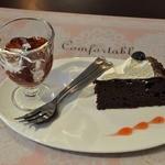 懐石cafe むくの木 - デザートは、紅茶ゼリー、 ガトーショコラ
