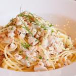 トラモンターナ - お魚とアーモンドのスパゲッティ