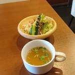 津の田ミート - セットのスープとサラダ