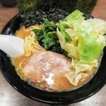麺達うま家 - らーめん+キャベツ