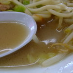 佐賀軒ちゃんぽん - こってり系のスープ。野菜の旨味がギュ♪