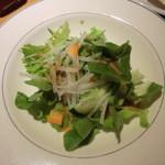 串酒場 ピザ酒場 おれんじ - オレンジセットのサラダ  もっと食べたい!