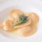 トラットリアミノリ - さつま芋とタレッジョチーズのラビオリ