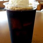 うるまジェラート - うちなーミルクを浮かべたコーヒーフロート