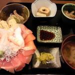 ゆげしま - 海鮮丼(小鉢・味噌汁付)★980円♪