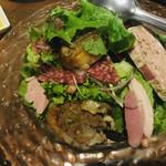 酒の大桝 wine-kan - 肉たっぷりのサラダ