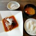 オウレット - 料理写真:カジキマグロカマの煮つけ煮定食(850円)