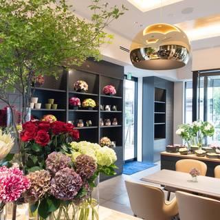 花と緑に囲まれた癒し空間♪プレゼントに大人気♪花も購入可能