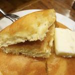 Motomachisantosu - ホットケーキセット バター 700円