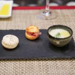スゥリル - ウイキョウのスープ、 生ハムのシュー、 フォアグラのクリームのマカロン
