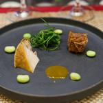 スゥリル - 蒸し鮑、 肝のソース、 自家製コンビーフ、 おかひじき、 枝豆