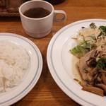プチ・メルヘン - 料理写真:日替わりランチ 三元豚ロース肉のソテー和風ソースきのこ添え