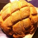 メロンパンファクトリー - キャラメルメロンパン ¥150