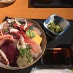 さかなや工房海鮮蔵 - 料理写真:海鮮丼(上)