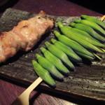 11767836 - 金針菜串と豚かしら串  金針菜って鉄分が豊富なんだそうですよ。