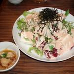 木村屋本店 - お通し(350円)と木村屋特製サラダ(680円)
