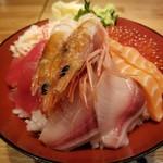 魚河岸千両 - DX海鮮丼。