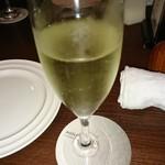 117677744 - 乾杯のスパークリングワイン