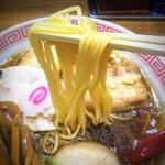 スミレ食堂 - いかにも「中華そば」らしい黄色くい細く硬めの麺。