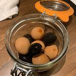 原価ビストロBAN! - オリーブとうずらの卵のどんぐり 300円 ニンニク醤油で漬けたうずらの卵が美味しい。