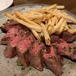 原価ビストロBAN! - ・バベットステーキ150g (ハーフサイズ) 1,500円 ハラミ肉が柔らかい。フライドポテトもカリカリ揚げたて。 かなりおすすめです。