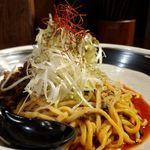 四川担々麺 赤い鯨 - 斜め前から 汁なし坦々麺