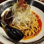 四川担々麺 赤い鯨 - 上空から 汁なし坦々麺