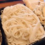 にしきそば - こちらの蕎麦は1番粉しか使わず殻も絶対に入れないので弾ける白さww