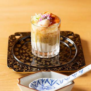 素材本来の持ち味を五感で堪能。創意が散りばめられた珠玉の酒肴