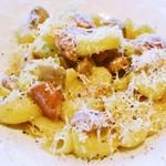 パスタ フレスカ ダンメン - 淡路島ポークのソーセージとポルチーニのチーズ添え