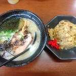 麺屋 かねもり - 「ラーメン+ミニチャーハン」950円。