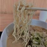らーめん五丈原 - 麺は中細低加水ちじれ麺