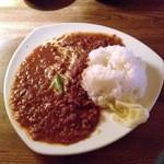 カタツムリ - チキン煮込みカレーライス
