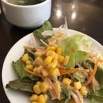 マレーアジアンクイジーン - ランチセットのサラダとスープ