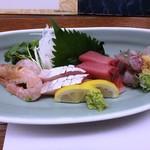 舟人 - 料理写真:刺身(右から 鯵タタキ、ハガツオ、カンパチ、、タカエビ)