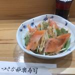 つきぢ神楽寿司 - サラダ330円。量が少なく、ドレッシングがかかり過ぎ。。。お寿司屋さんでは、サラダがあるだけでも嬉しいですが