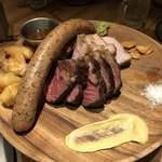 炭火とワイン - ソーセージ、豚肉、アンガス牛