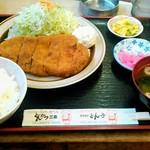 117761588 - ロースかつ定食(200g) 1610円