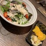 水炊き・焼き鳥 とりいちず酒場 - シーザーサラダ、漬物盛