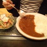 味の店たこ坊 - たこサラダが付いてくる牛スジカレー定食